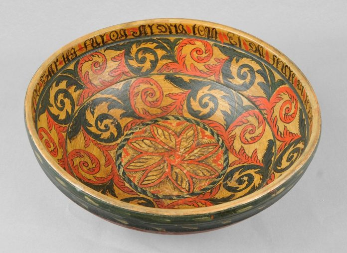 Beer bowl from the late 1700s. Artist Sondre Peerson Busterud from Kviteseid, Telemark. | Photo: Vest-Telemark Museum - CC BY-SA.