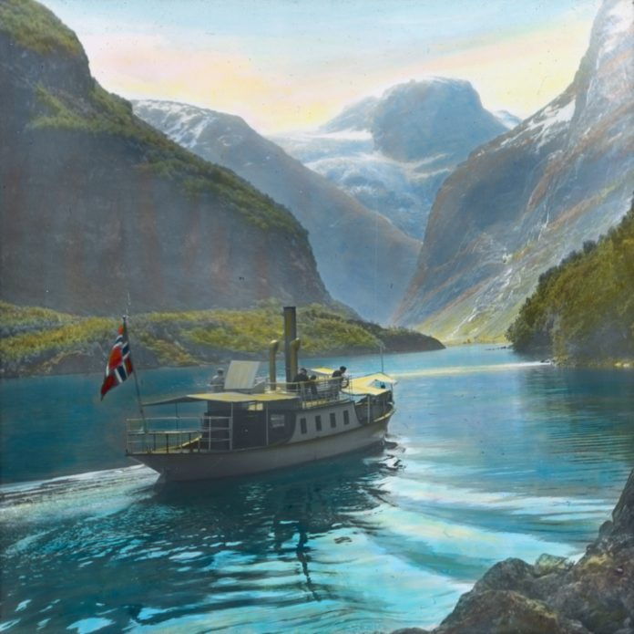 Steamboats like this one - on Lovatnet, Stryn, Sogn og Fjordane, Norway - opened up possibilities for the people living in isolated places. People and goods could be transported in a way that had not been possible before. | Photo: Anders Beer Wilse - digitaltmuseum.no DEX_W_00294 - cc by. | Photo: Anders Beer Wilse - digitaltmuseum.no DEX_W_00294 - cc by.