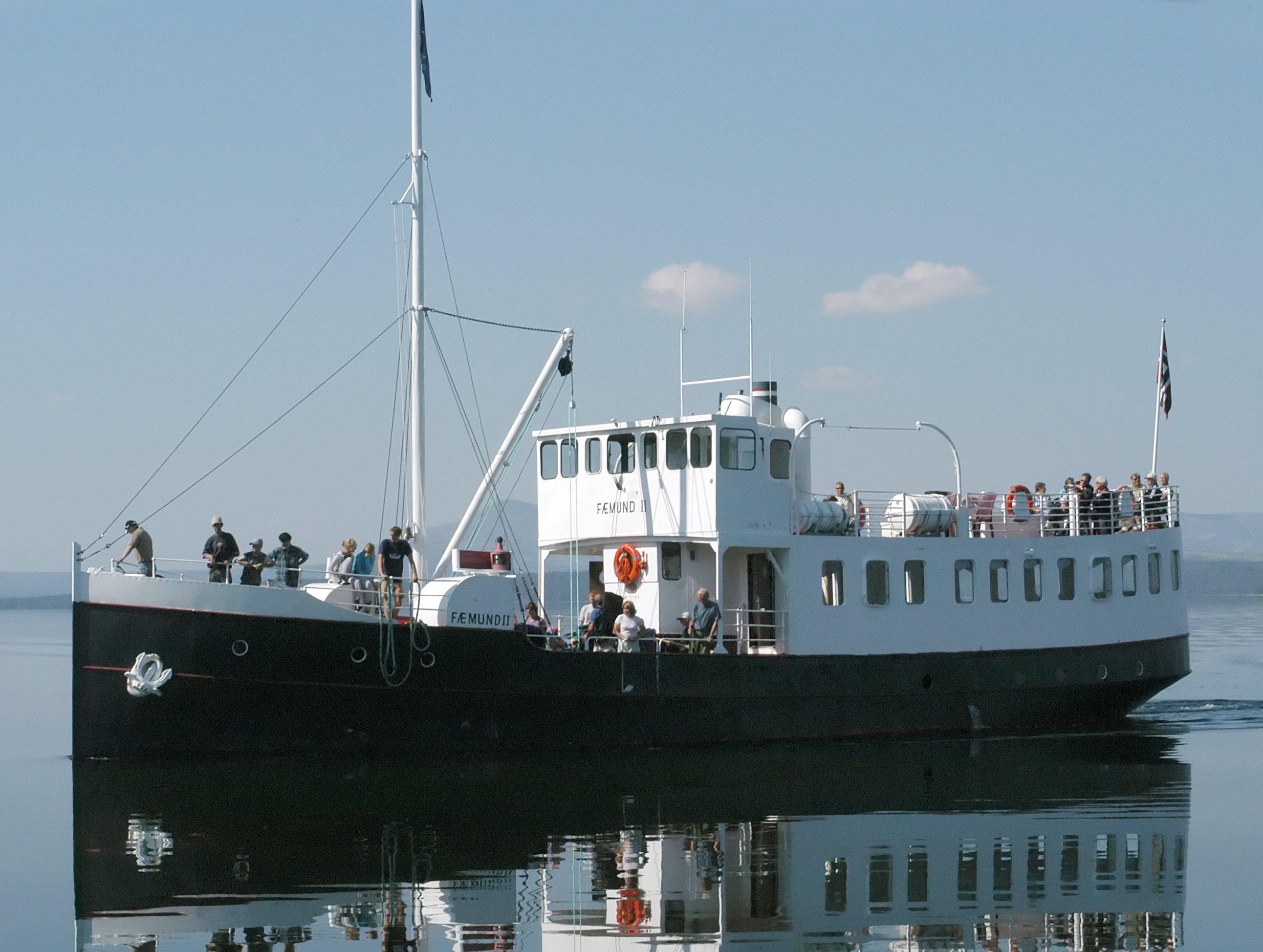 The ferry «Fæmund II» in 2004. | Photo: Dr. Mirko Junge - wikimedia.org cc by-sa.