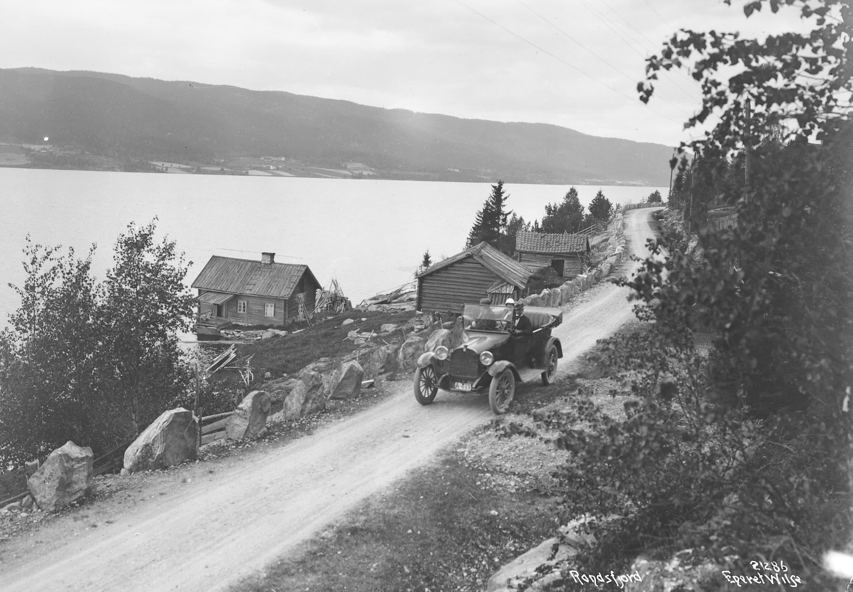 Randsfjorden in 1920. | Photo: Anders Beer Wilse - Norsk Folkemuseum cc pdm.